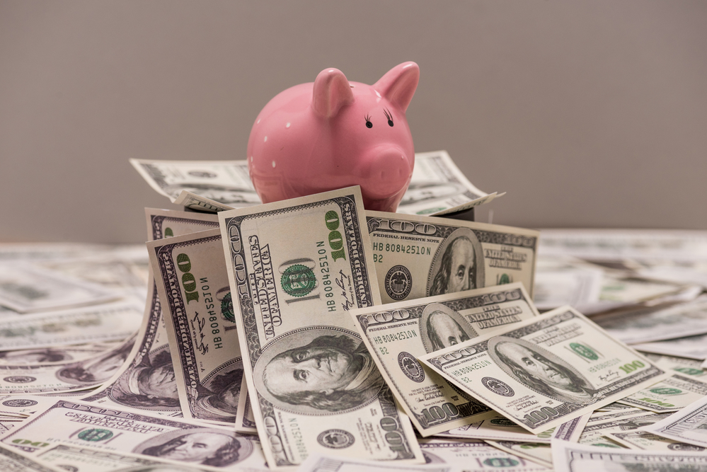 The Pros and Cons of Using Online Bank vs. Traditional Brick & Mortar Banks